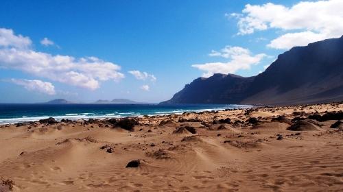 la-playa-de-famara-lanzarote